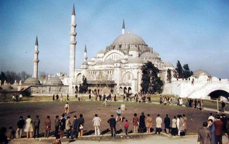 İstanbul Üniversitesi bahçesinden Süleymaniye Camii http://ift.tt/2hrQrXu