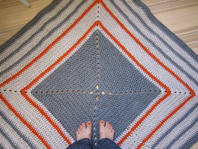 SATEENKAARIA JA SERPENTIINIÄ: Keittiön matto