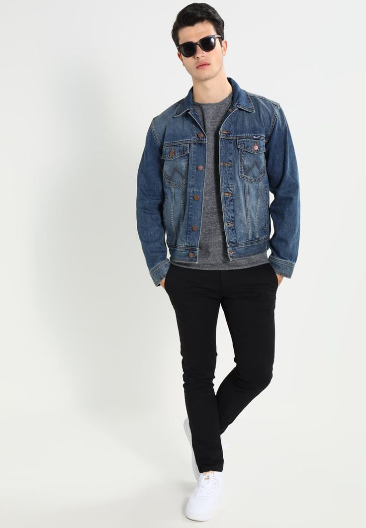 ¡Consigue este tipo de chaqueta vaquera de Wrangler ahora! Haz clic para ver los detalles. Envíos gratis a toda España. Wrangler Chaqueta vaquera blue: En Zalando nos encanta el denim y un ejemplo de ello es esta WESTERN DENIM JACKET de color azul de Wrangler. Los diseñadores de la marca cuentan con cientos de años de experiencia en la creación de prendas denim, por lo que sólo podemos recomendar esta chaqueta vaquera: un básico indispensable en el armario de cualquier hombre moderno ...