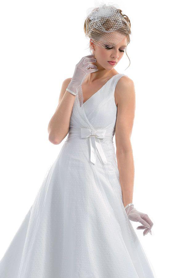 L'eleganza del dettaglio. Spazio agli #accessori, #guanti e #veletta in rete per una #sposa #chic e sublime. #RomaSposa #eleganza