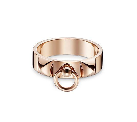Hermès, bague Collier de chien, en or rose, 1390 euros...