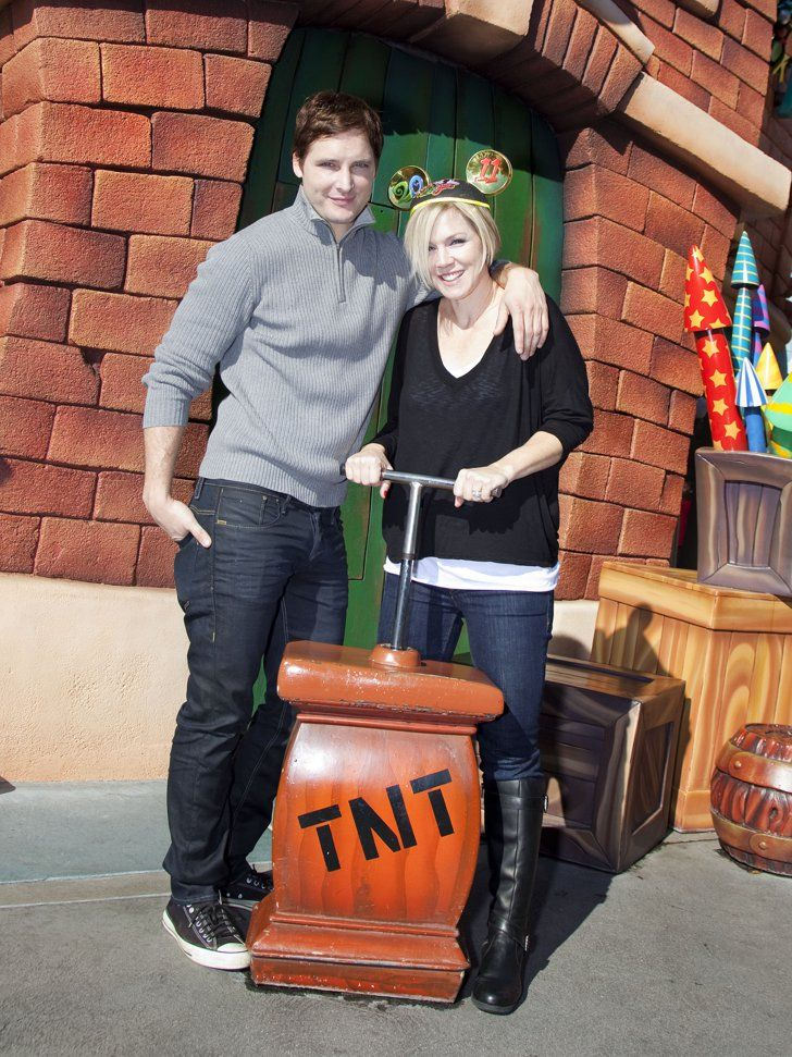 Pin for Later: See All the Stars at Disneyland!  Peter Facinelli and Jennie Garth took a trip to Toon Town in December 2010.