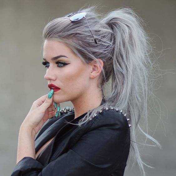 21 Pinterest Looks That Will Convince You to Dye Your Hair Grey | Messy Platinum Grey Pony