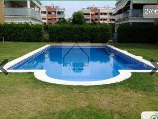 Venta preciso Ático de 100m2 con piscina comunitaria y jardines en zona Cunit playa.  Consta de 3 habitaciones (1 suite   2 individuales). Amplio…