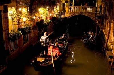 Gondola ride in Venice, Italy at night - doing this at least once in my life
