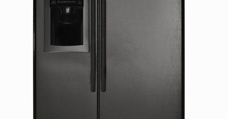 La diferencia entre los refrigerantes R134 &  R134A . Los químicos refrigerantes proporcionan aire fresco en el interior de tu automóvil en un día caluroso de verano, mantienen tu hogar cómodo y también la temperatura adecuada de tu refrigerador / congelador. Cada uno de estos dispositivos requiere productos químicos específicos de refrigeración para funcionar correctamente, y sólo un técnico ...