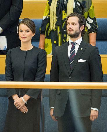 婚約者ソフィア・ヘルクビストさん(左)とスウェーデン議会に出席するカール・フィリップ王子=9月30日、ストックホルム(AFP=時事) ▼26Oct2014時事通信|元モデルと来年6月挙式=スウェーデン王子 http://www.jiji.com/jc/zc?k=201410/2014102600183