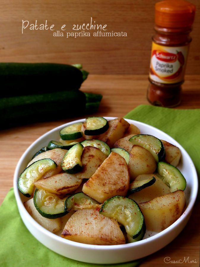Le patate e zucchine alla paprika affumicata sono un contorno davvero gustoso e saporito, molto semplice e veloce da preparare che richiede solo tre ingredienti
