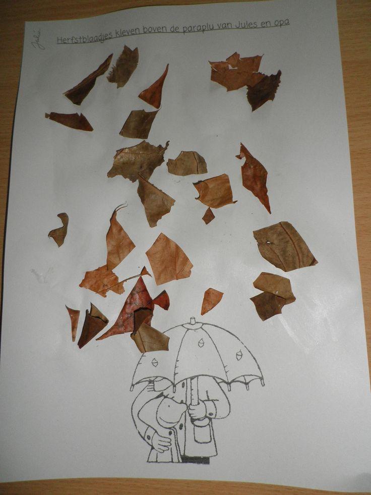 Thema 'Herfst': Herfstblaadjes kleven boven de paraplu van Jules & opa
