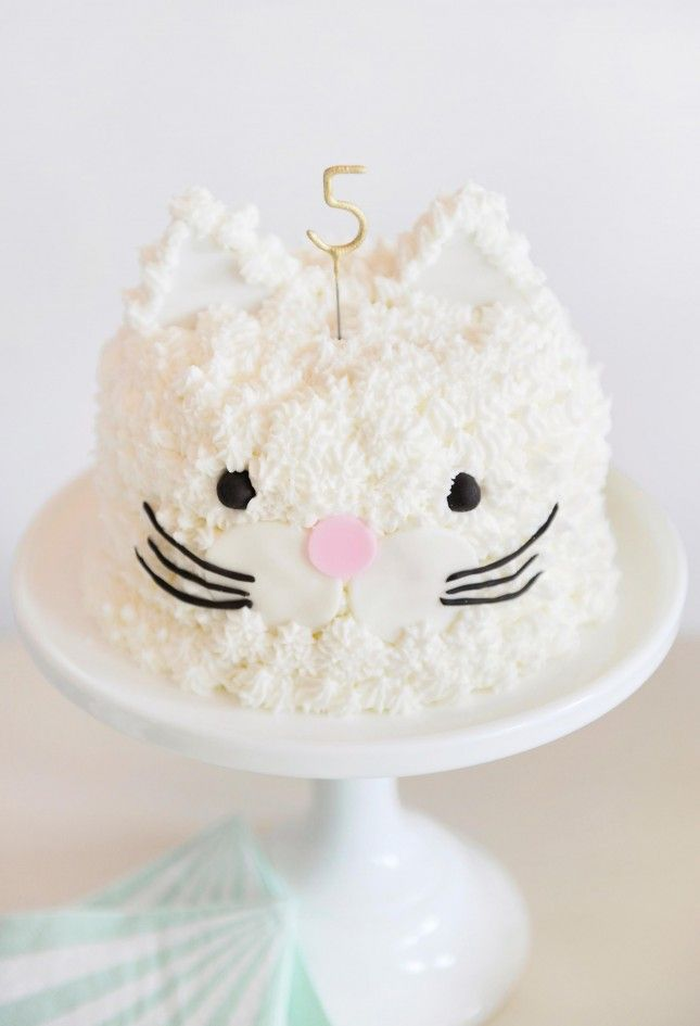 Meow! Can't get over this cat cake.