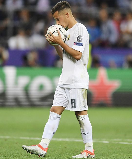 Lucas Vasquez preparing to shoot the 1st penalty in the UCL final