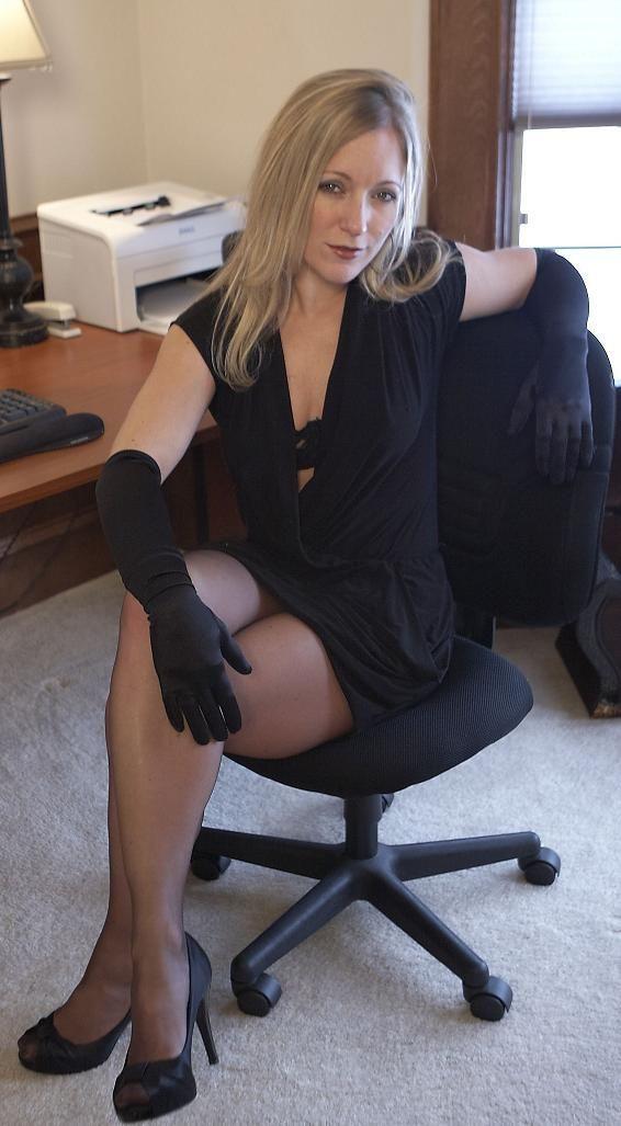hot mom mature over 40 pinterest. Black Bedroom Furniture Sets. Home Design Ideas