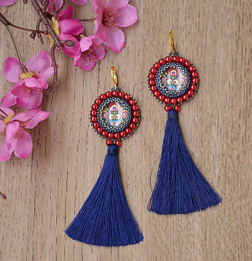 charoit / Folk náušnice s modrým strapcom