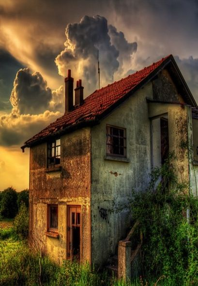 """Farmhouse {Reminds me of Dorothy's stormy day in Kansas from """"The Wizard of Oz"""" ~ Jackie aka Belle} ❤"""