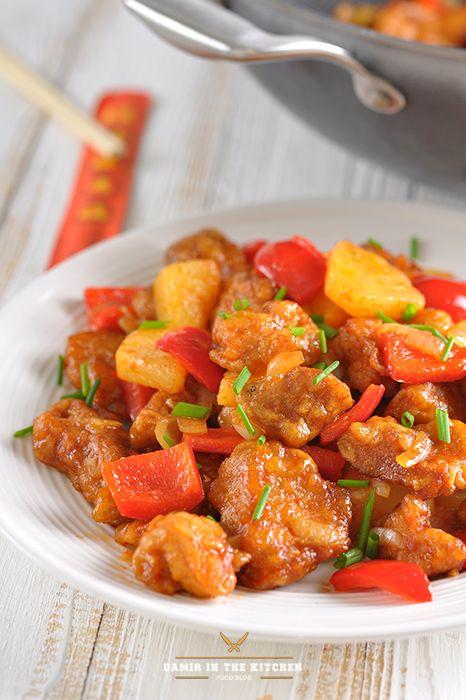 Ингредиенты: Свинина – 500 гр. Болгарский перец – 1шт. Кусочки консервированного ананаса – 1 стакан Репчатый лук - 1 шт. Чеснок – 1 зубчик Кетчуп Крахмал…