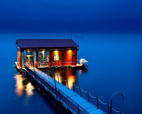 23 incredible floating houses that will make you want to pack up your things