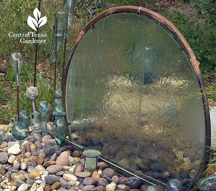 From 'Central Texas Gardener', learn how Elayne Lansford made this glass table top into a water wall! we need to head out to the thrift store to look for an old patio table! Good instructions and step by step photos