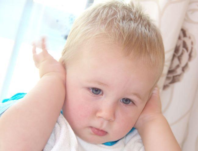 Infectiile urechilor la bebelusi - cauze si simptome