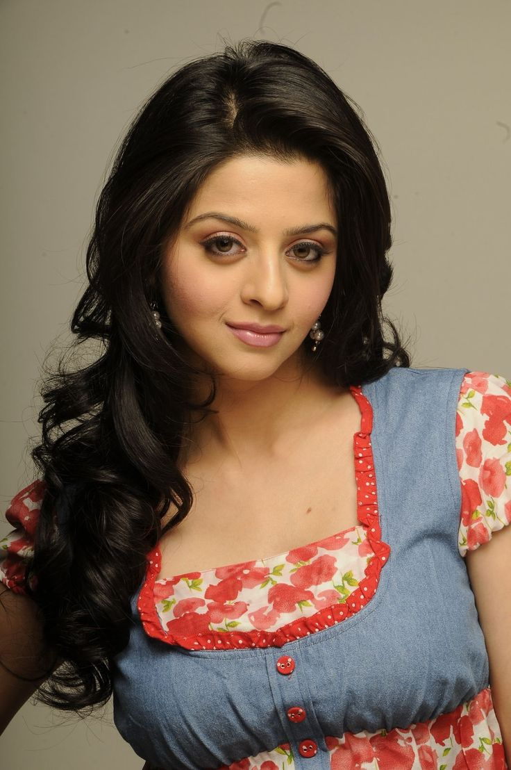 ACTRESS VEDHIKA ESCAPES FROM MAJOR ACCIDENT – VIDEO http://www.gtamilcinema.com/2013/11/30/actress-vedhika-escapes-video/