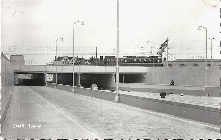 De Irenetunnel in Delft net nadat de tunnel in 1960 in gebruik was genomen.