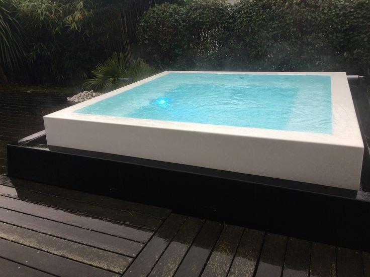 jacuzzi d extrieur simple piscine pool house des idees spa jacuzzi design luxe exterieur. Black Bedroom Furniture Sets. Home Design Ideas
