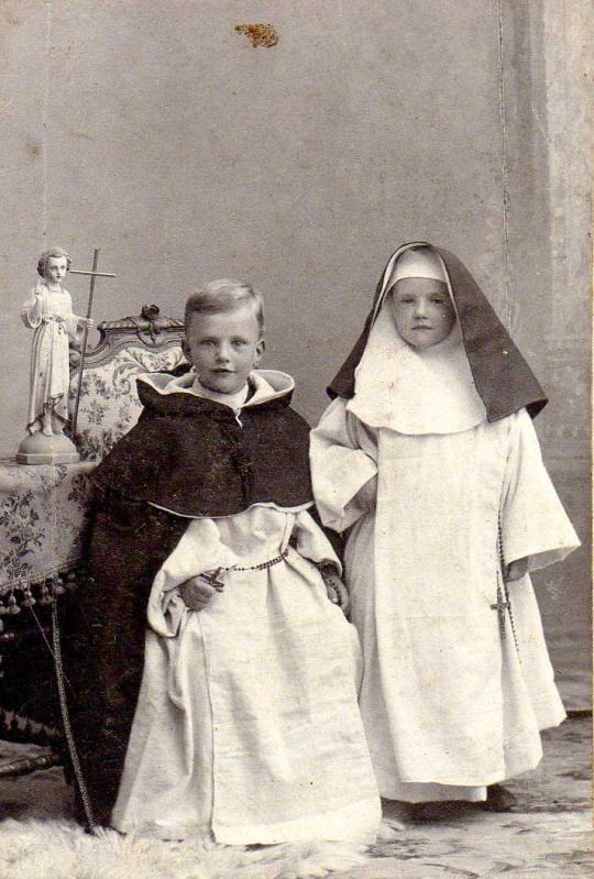 …However, pictures of boys and girls, dressed up as monks or nuns are rather scarce in the Netherlands. Albumen print c. 1920. The little statue is an engelic guardian, who would guide and keep the little souls until they were confirmed within the RC community. (x)