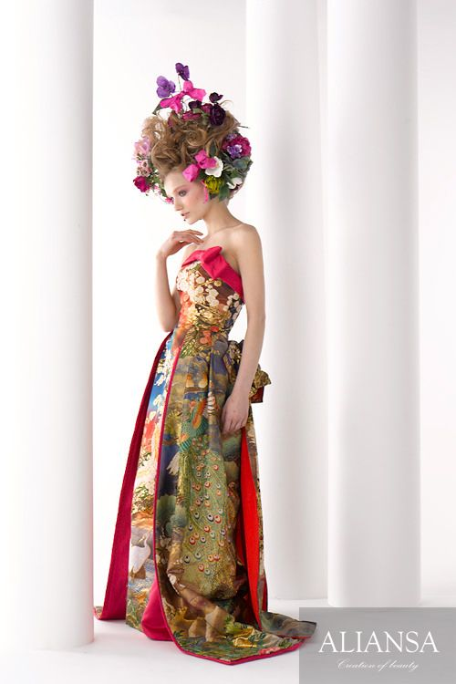 和ドレス 着物ドレス 赤・ゴールド・青のスレンダーライン