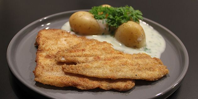 Fiskefilet med kartofler og persillesovs