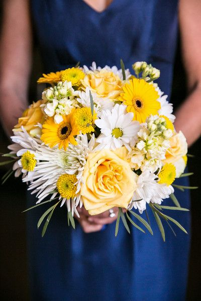 Love this yellow and navy color scheme {Anna Sawin Photography}