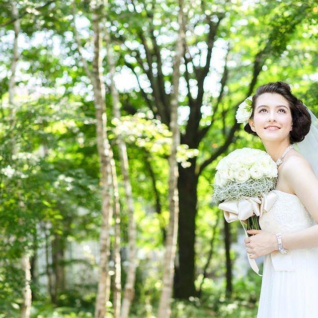 【hotelkaruizawaelegance】さんのInstagramをピンしています。 《#旧軽井沢 の #森 で叶える #ウエディング #新緑 の風に #ベールがなびき、お気に入りの #ヘアスタイルが自然な感じで写真に残せます。 #wedding #weddingdress #weddingphoto #weddinghair #weddingbouquet #軽井沢 #ホテル軽井沢エレガンス #軽井沢ウエディング#結婚式 #フォト#ウエディングドレス#ブーケ#プレ花嫁#ベール#フレンチ#パティシエ#パティスリー#カフェ#シェフ#おもてなし料理》