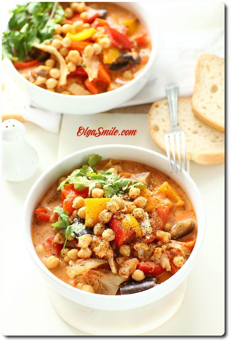 Zupa z ciecierzycą  Ostatnio prosiliście mnie aby zupa z ciecierzycą pojawiła się na blogu. Zupa z ciecierzycą gęsta niczym gulasz z ciecierzycą należy do dań, szczególnych, które uwielbiam. Można przemycić w zupie właściwie wszystkie warzywa jakie