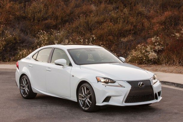 Lexus Will Test No-haggle Pricing at Some of its Dealers