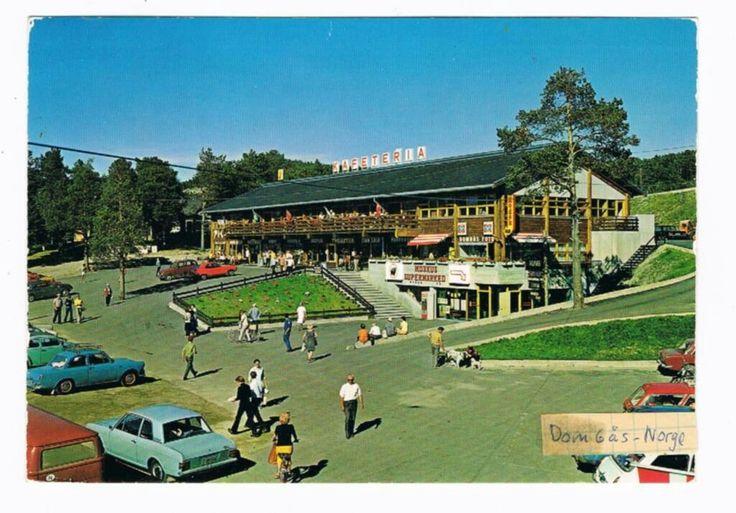 Oppland fylke Dovre kommune Dombås sentrum med,Kafeteria, folk og trafikk. 1970-tallet