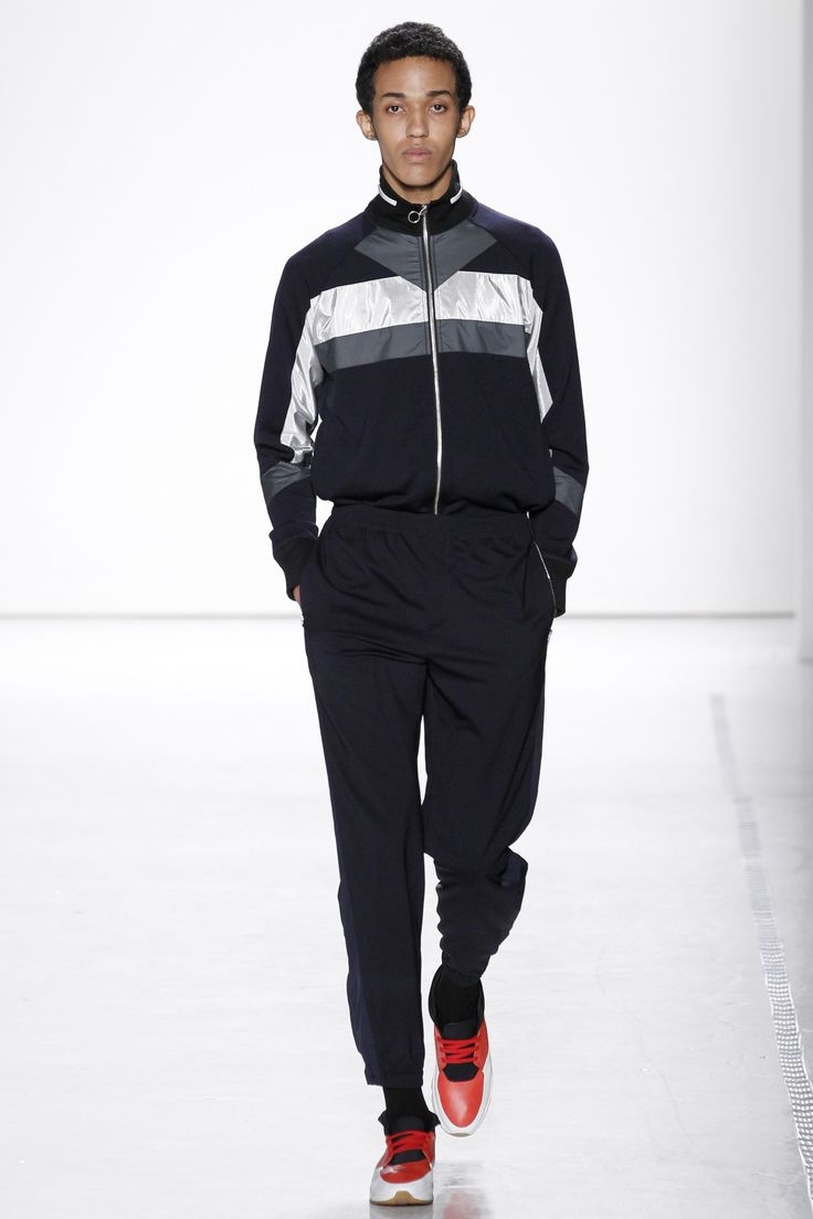 See the complete Tim Coppens Spring 2017 Menswear collection.