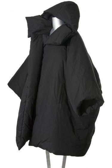 Piumino nero ampio con cappuccio di YOHJI YAMAMOTO | Vendita Online - Apres Paris