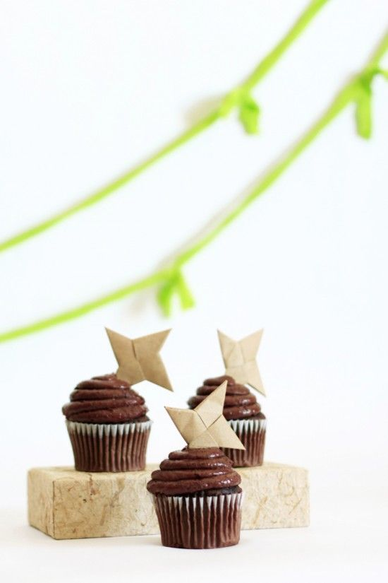 Throwing Star Ninja Cupcakes at OneCharmingParty.com #ninjaparty #ninjastars #cupcaketoppers