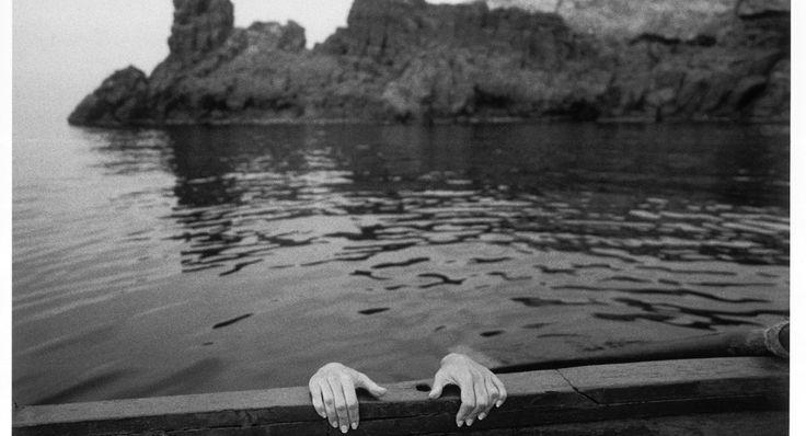 El acto fotográfico presupone un corte. Así lo explica el artista belga Philippe Dubois en su conocido ensayo El acto fotográfico. De la representación a la recepción en el que reflexiona sobre las dinámicas que subyacen a la acción de fotografiar. Al contrario de lo que pasa en la pintura, en la que el artista …
