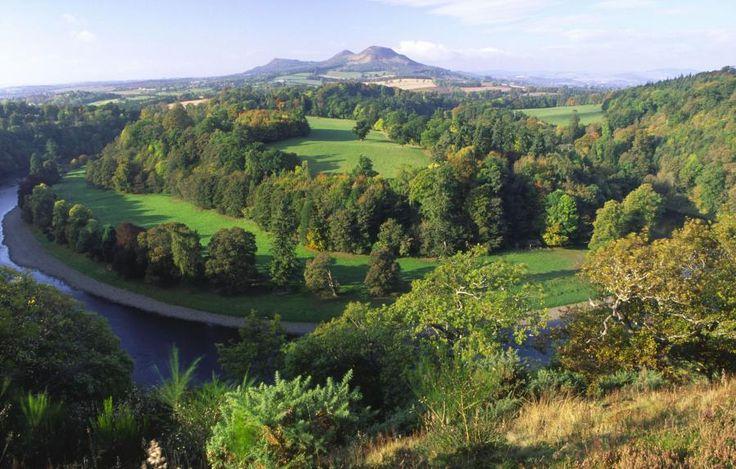 Explore Rosslyn Chapel, Scottish Borders & Glenkinchie Distillery from Edinburgh with Tourboks.