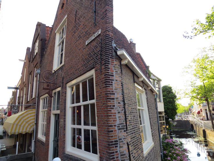#Delft #Vintage #Holland #Europe #BrickHome #Netherlands #Dutch #RusticWindows #RusticBuildings