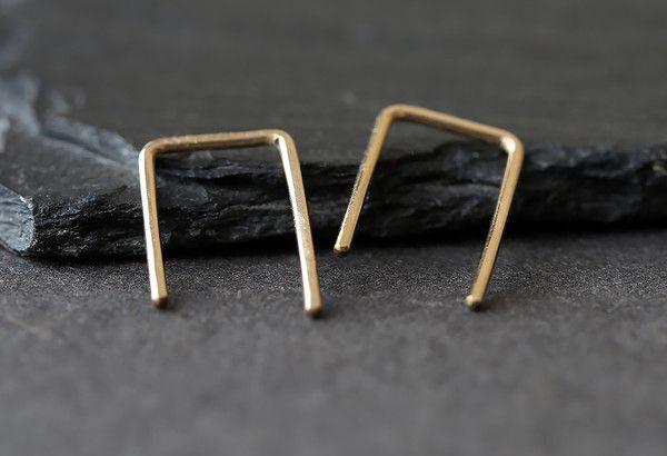 linea staple hoop earrings :: Alexis Russell