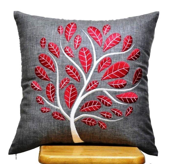 Декоративные подушки давно используются как украшение интерьера. Они уместны везде: в спальне, в гостиной, на кухне. Есть масса идей, как украсить подушку.