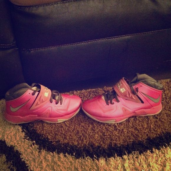 Pink Lebron 7s Conditions: 9/10 •size 7y •really cute  but need gone. Jordan Shoes Athletic Shoes