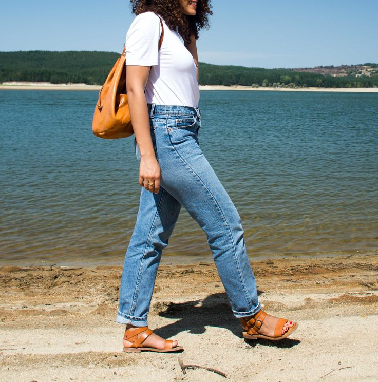 Levi's, Tan Bucket Bag, White T-Shirt, and Tan Sandals. Casual Outfit. More on navigatingthis.com.