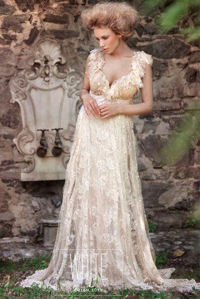 Свадебные платья Ozlem Suer нежного персикового цвета с аппликациями
