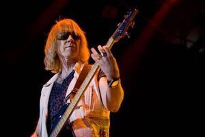 Baixista do Aerosmith passa mal e não virá ao Brasil: http://rollingstone.uol.com.br/noticia/baixista-do-aerosmith-passa-mal-e-nao-vira-ao-brasil/ …