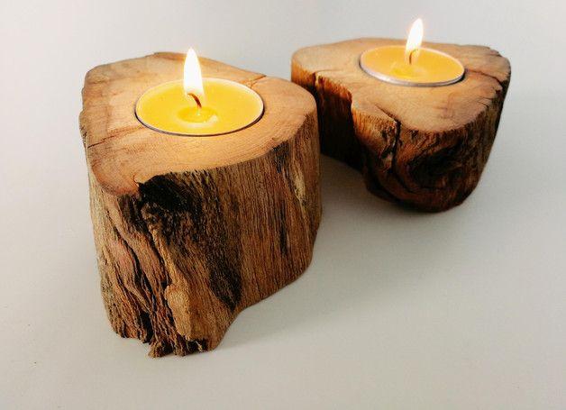 Zestaw 2 świeczników wykonanych z drewna 100% naturalne, średnica otworu na małego tealight'a, średnica świecznika 9cm/7,5cm, wysokość 4cm. Sprzedawane w komplecie 2 sztuki bez świeczek.