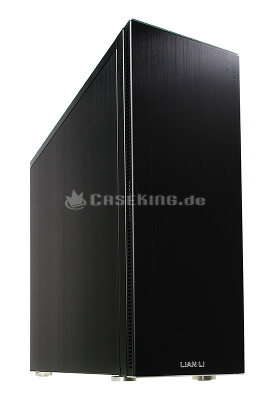 Lian Li PC-A71FB Big-Tower USB 3.0 in schwarz. Außenhaut und Innengerüst bestehen aus Aluminium (Außen zusätzlich gebürstet) und werden aufwändig von Hand gefertigt. Dank dieses Materialeinsatzes ist das Gehäuse sehr steif und weist zugleich ein vergleichbar geringes Gewicht für diese Größe auf.