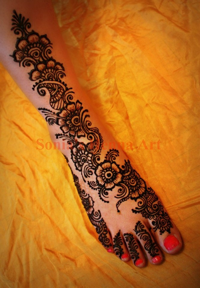 Red Mehndi Tattoo : Red toes are a must with these mendhi quot stockings bougie