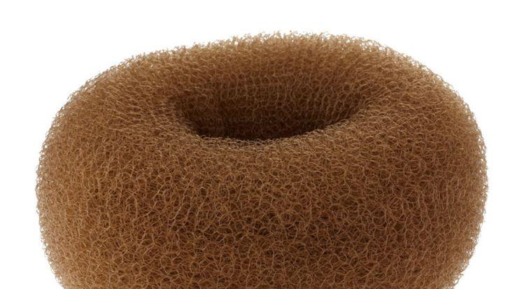 En donut er perfekt for styling av skandinavisk hår. Lær å lage tre enkle frisyrer med den hjemme.