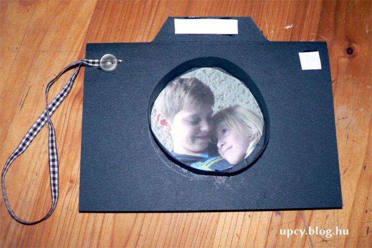 Camera gift card, cardboard. Fényképezőgép alakú karton ajándékkísérő.